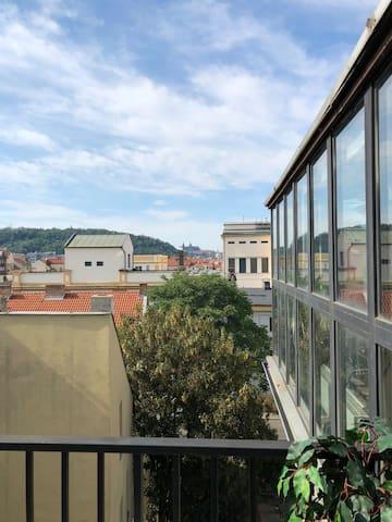 Praha 5 LOFT - perfect castle view - HUGE BALCONY