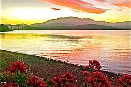 Waterfront ***** Villa - Hobart 5 min, Airport 10