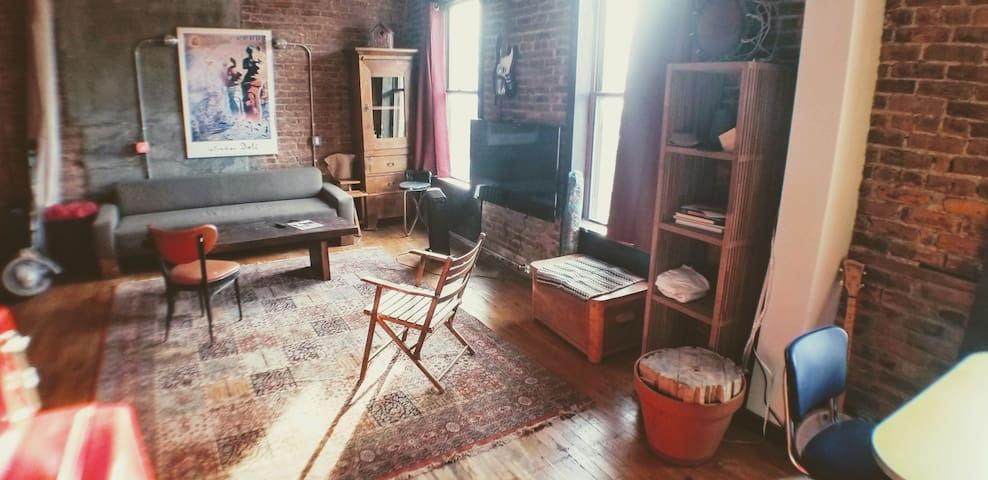 Sunny Loft in Red Hook, 4 minute walk from Ferry