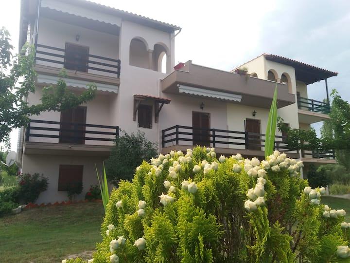 Athina Vourvourou Apartments
