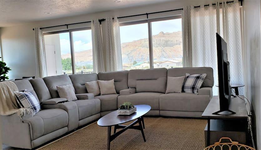 Lake Powell Modern Home with Views