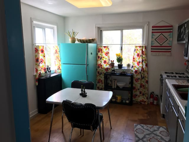 Cute Cottage Apt. w/ Private Entry - Pittsburgh - Apartment