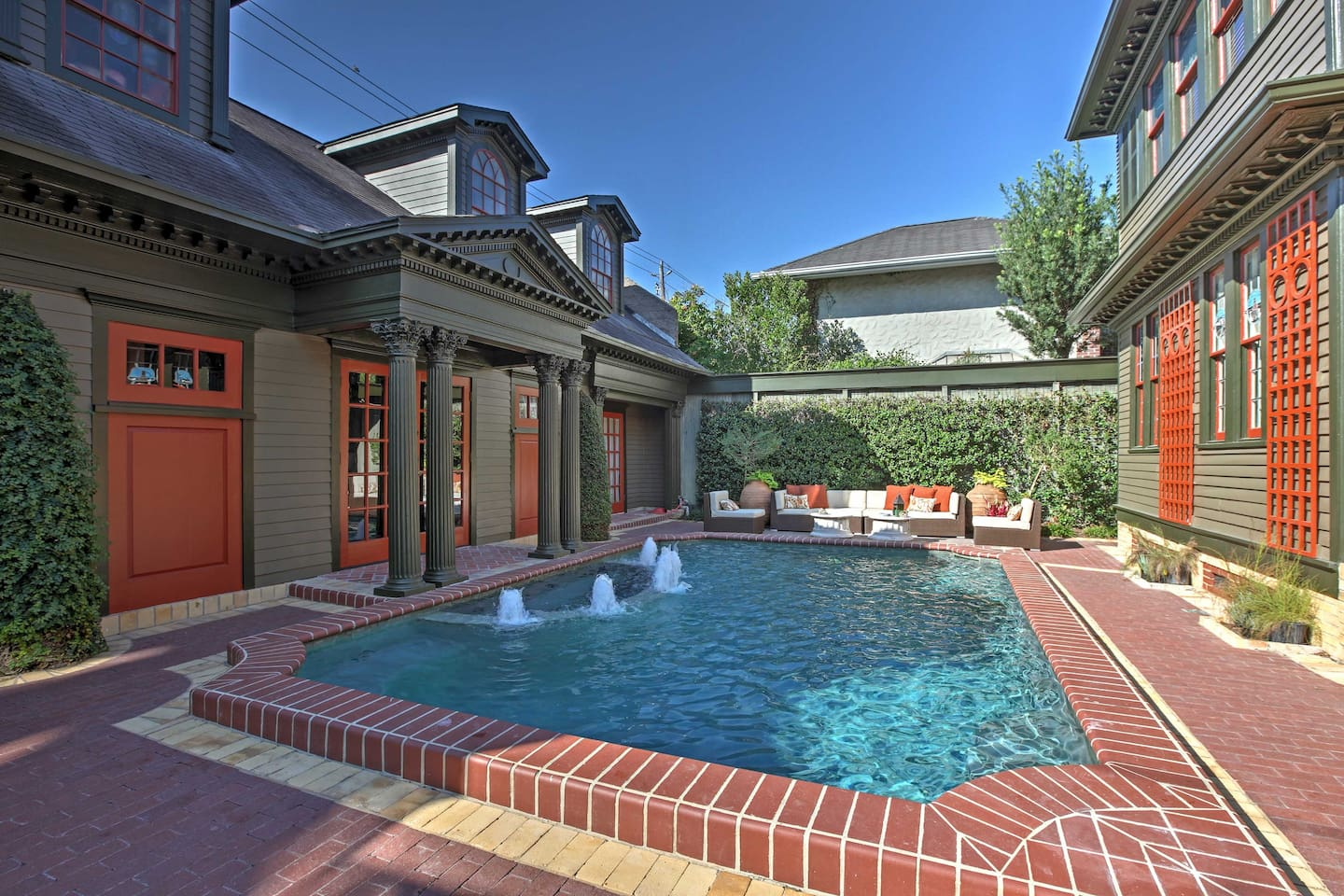 Escape to an exotic paradise at this 2-bed Montrose vacation rental home!