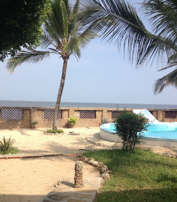the swimming pool and view of the Indian Ocean