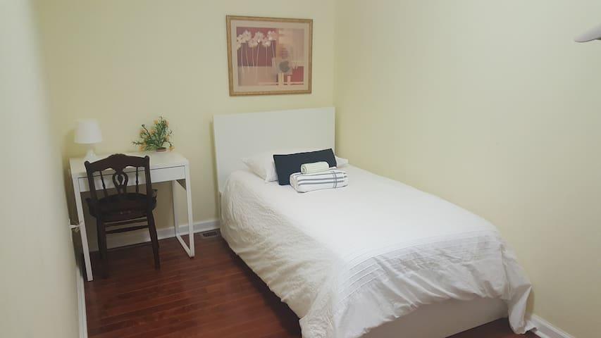 B1. Comfortable Twin Room with Shared Bathroom