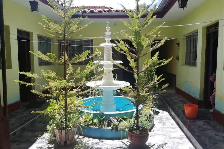 Casa con ambiente familiar en zona céntrica.