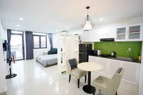 Sky-high apartment - airy balcony- Thao Dien 402