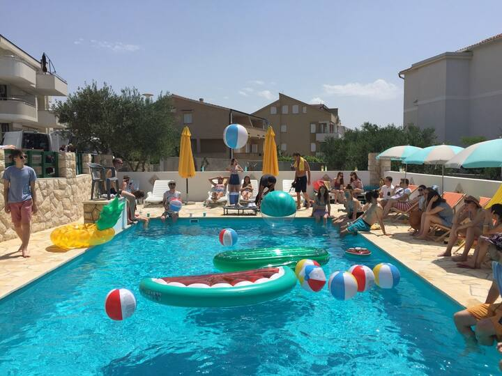 Strict center apartment A / Swimming pool / 4ppl