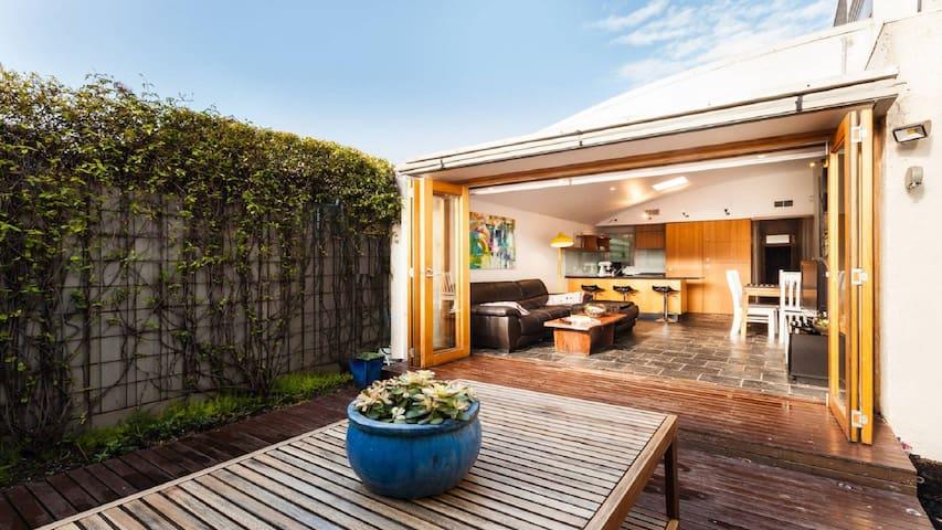 Bossa St Kilda - 2B Modern House - Saint Kilda - Hus