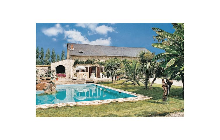 Holiday cottage with 3 bedrooms on 130 m² in Les Magnils Reigniers