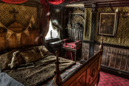 The Haunted Bedroom at Talliston - Great Dunmow - Bed & Breakfast