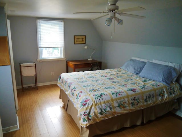Almonte Guest House North Room - Mississippi Mills - Bed & Breakfast