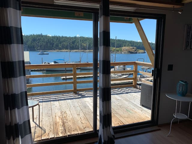 Rustic Quadra Island Holiday Loft (FREE KAYAKS)