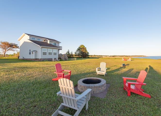 The Northumberland-Modern Ocean Front Cottage PEI