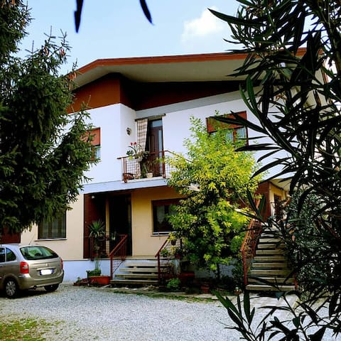 Lee's Garden-Relaxing Holiday Home - Ronchi dei Legionari - Apartament