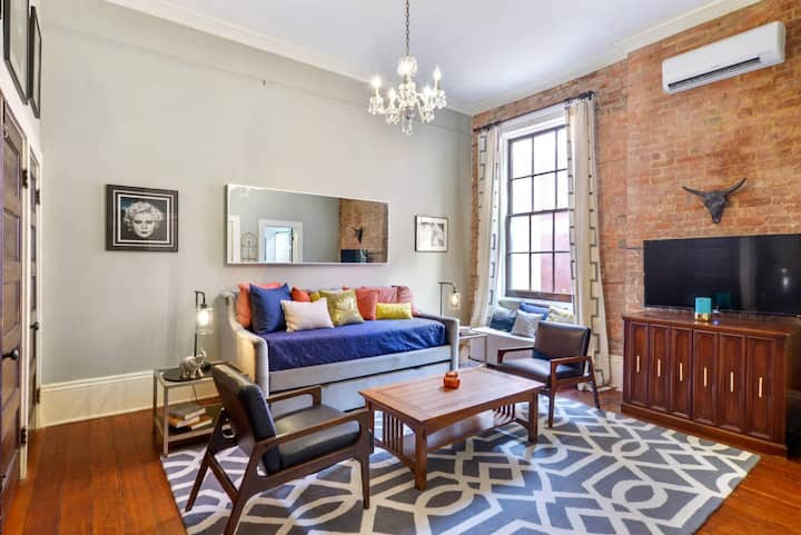 Luxury Studio - ideal  Marginy/Bourbon St location