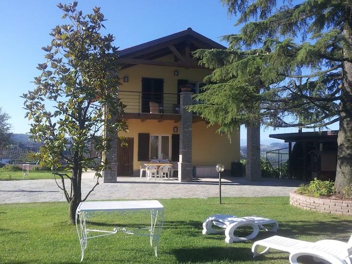 """""""Bellavista Langhe""""  Villa in Diano D'Alba"""
