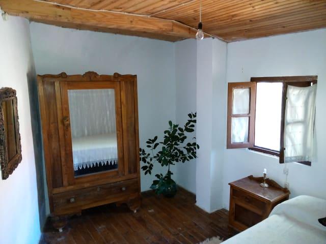 Habitación casa histórica en Cabariezo (4km Potes) - Potes - Apartment