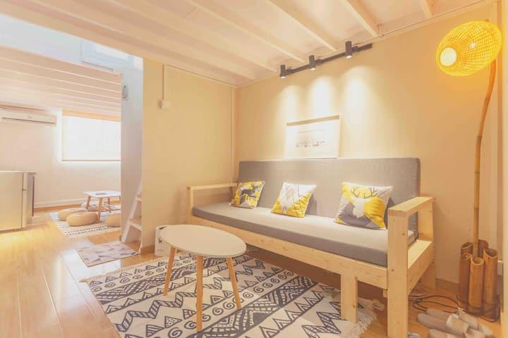【日式和风物语Loft】【可长租】坐卧室客厅欣赏东方明珠,南京东路商圈,地铁2号线南京东路300米