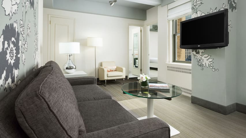 Large One Bedroom Suite With Kitchen in Midtown