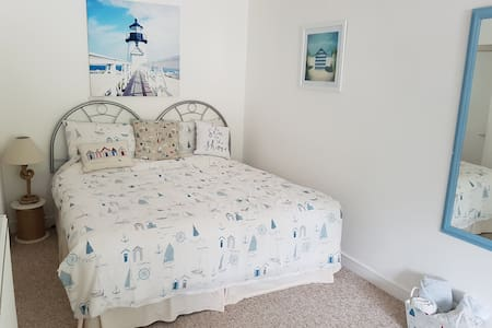 Spacious double room on the picturesque East Cliff