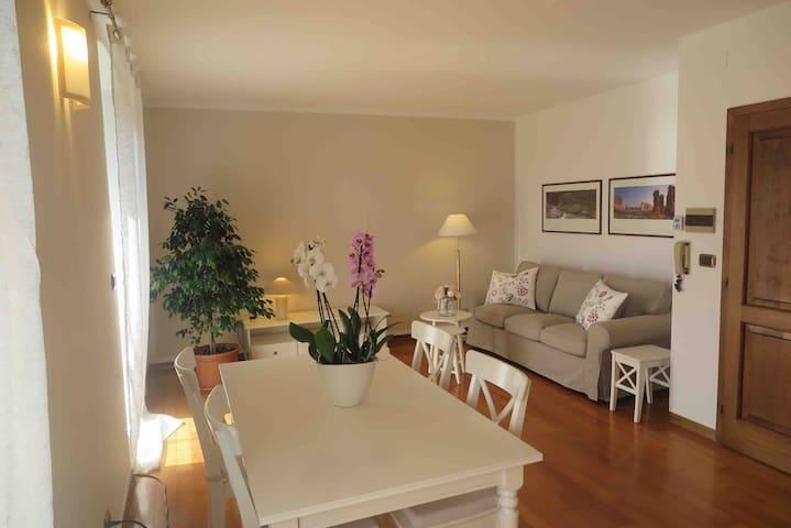 Luminoso appartamento vista giardino