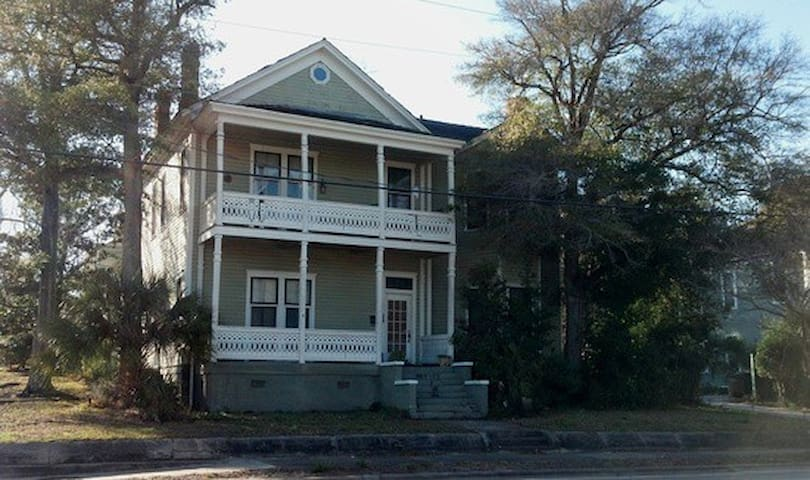 Downtown Apt in Historic Home - Pensacola - Apartment