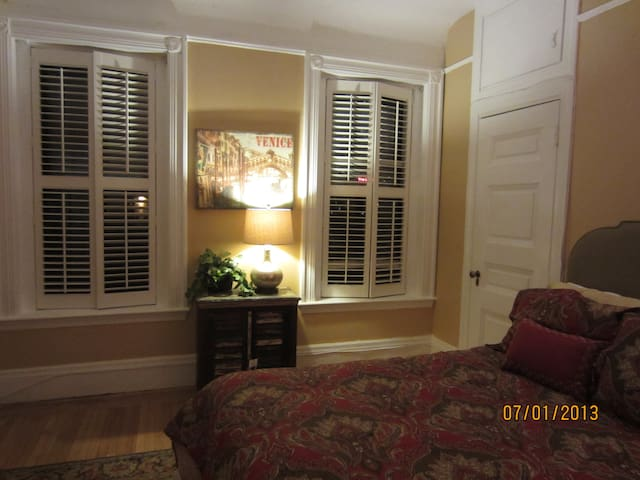 ONE Bedroom in the Back Bay on Commonwealth Ave