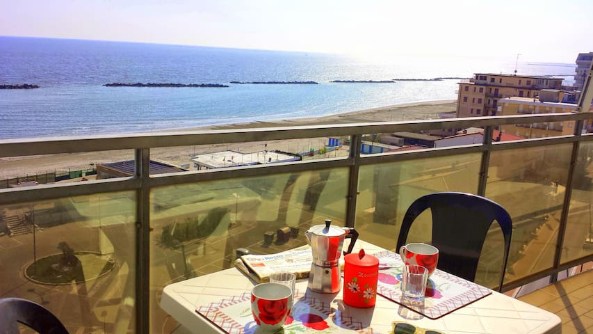 Beautiful House with sea view-For rent- Cor. 1-84
