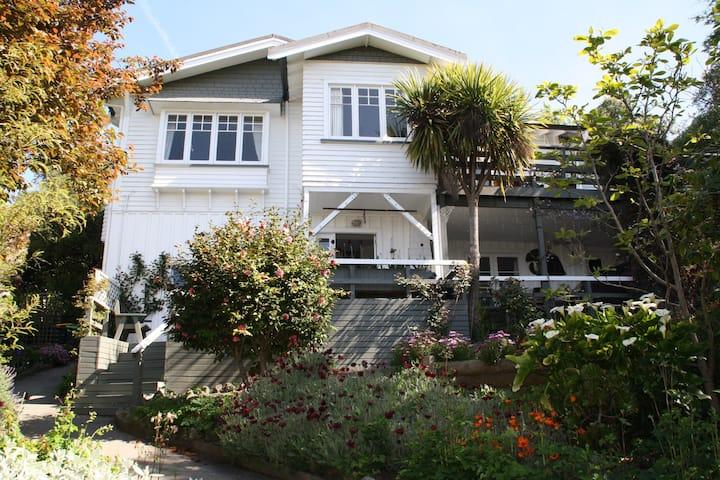 Private Garden suite in Quiet Leafy suburb