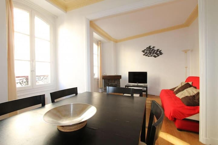 Spacious apartment by the Champs-Élysées