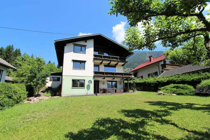 Beautiful country house with large garden and sauna a short distance from the center and slopes