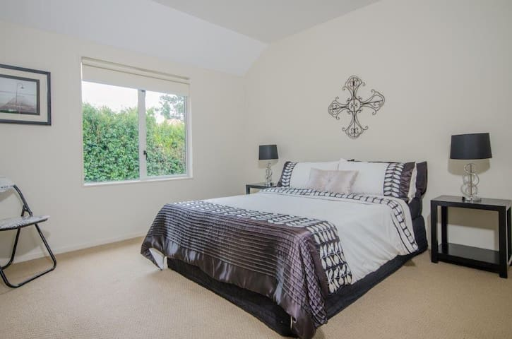 Remuera home, quiet and sunny