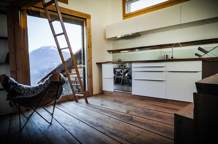 Small bijou with breathtaking views - Trin - Appartement