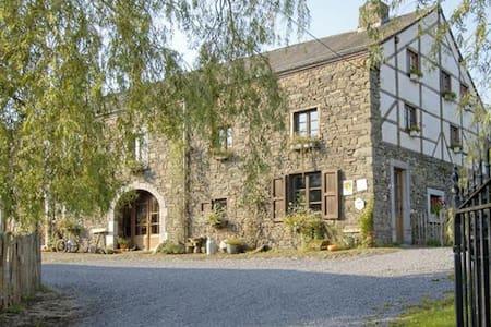 """Ch. d'hôtes """"Le Clos de la Fontaine"""" La Grange - Rendeux - Гостевой дом"""