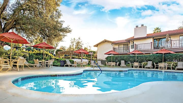 RIVIERA OAKS RESORT & RACQUET CLUB- 1 bdrm