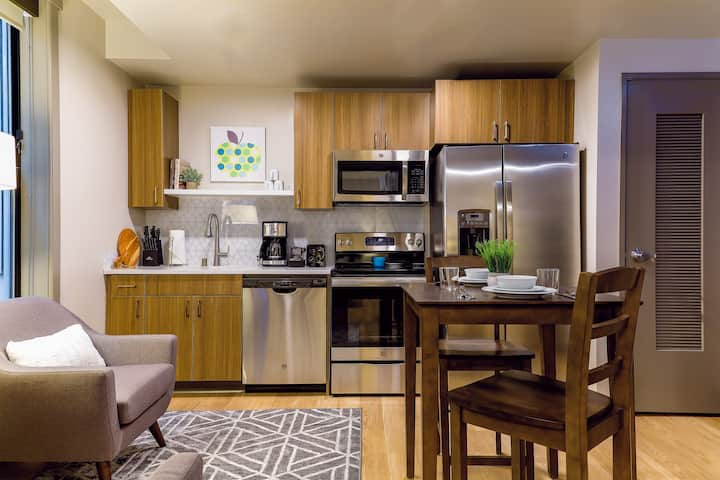 Peaceful 1 Bed Travel Apartment with High Speed WiFi