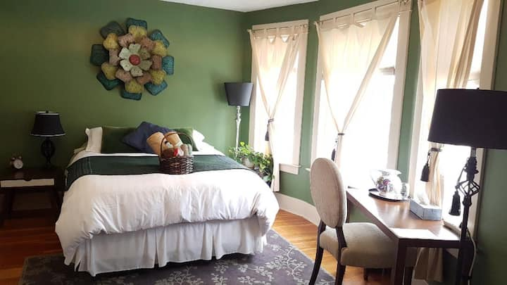 River Wynde Executive Bed & Breakfast by Elevate Rooms - Forest Room