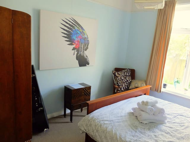 Double room in a welcoming Villa by the Port Hills - Christchurch - House