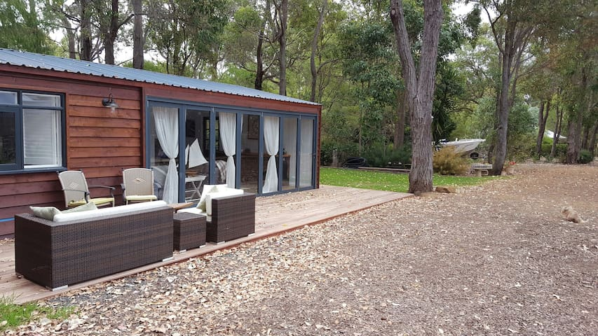 THE BOAT SHED - Cowaramup