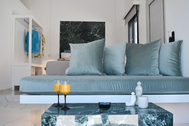 Èmar Honeymoon Suite Arillas Corfu living room