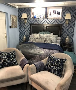 The Cobalt Blue Room at Smith Manor