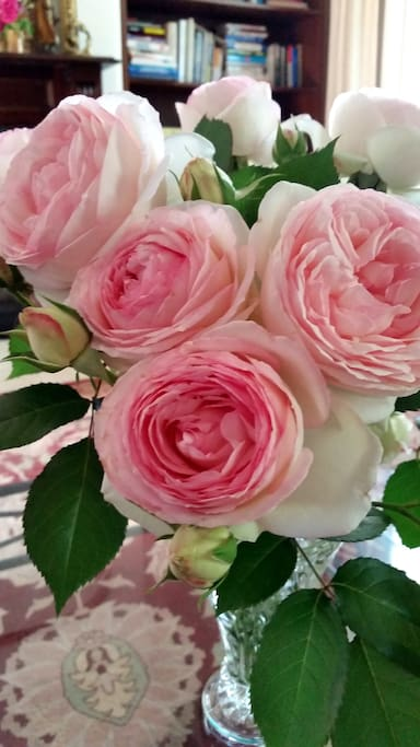 Fresh roses from the landscaped gardens add a romantic vibe