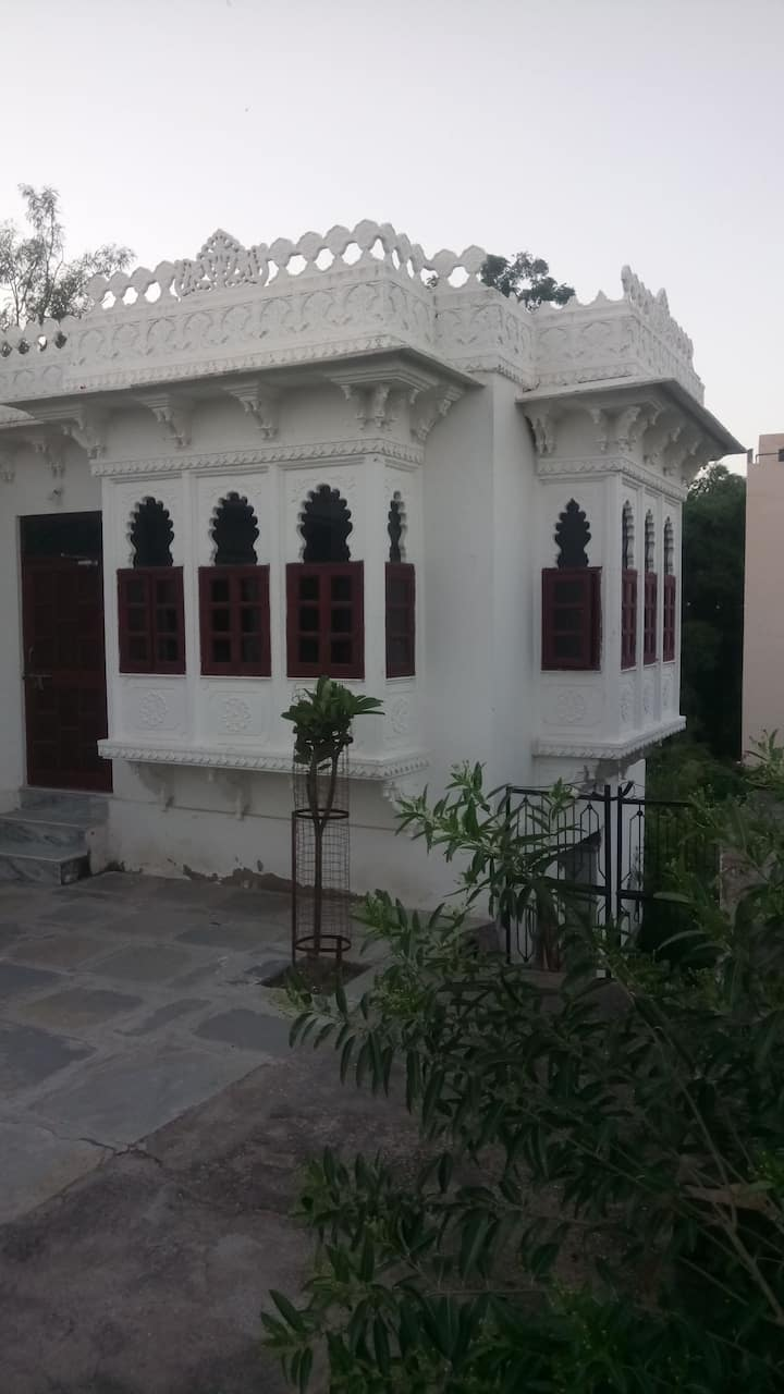 White house - a real traditional Indian home