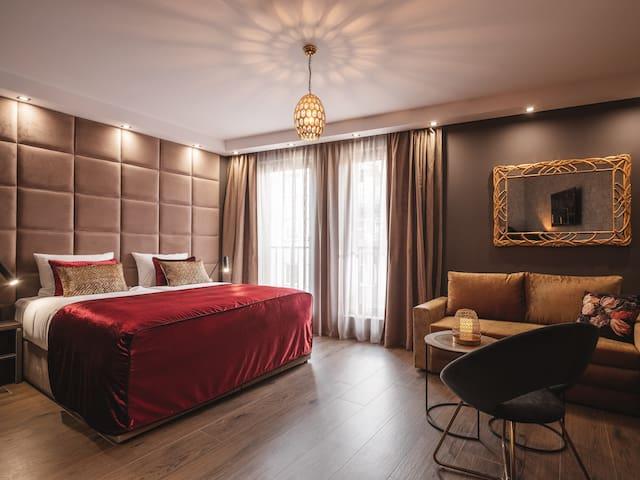 ⭐⭐⭐⭐  Art Grand Suite • Aparthotel • City Center