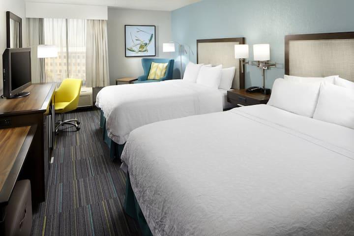 Near Epcot & Disney World/ 2 Queen Bed Hotel Room