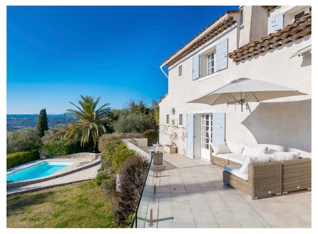 Stunning renovated ProvenceMas, great views & calm