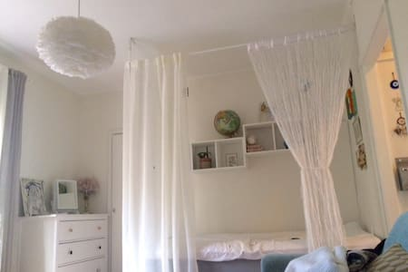 Bright studio apt near city & events - Stockholm - Leilighet