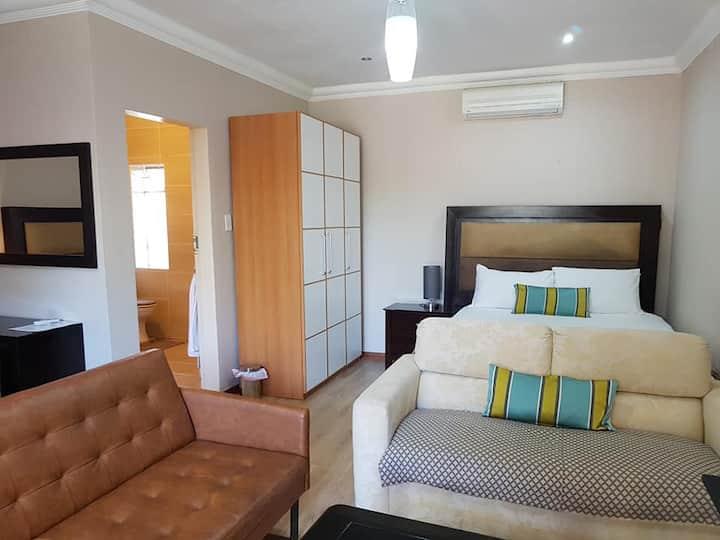 **Cozy** Suite w/ 2 Queen Size Beds | Sandton