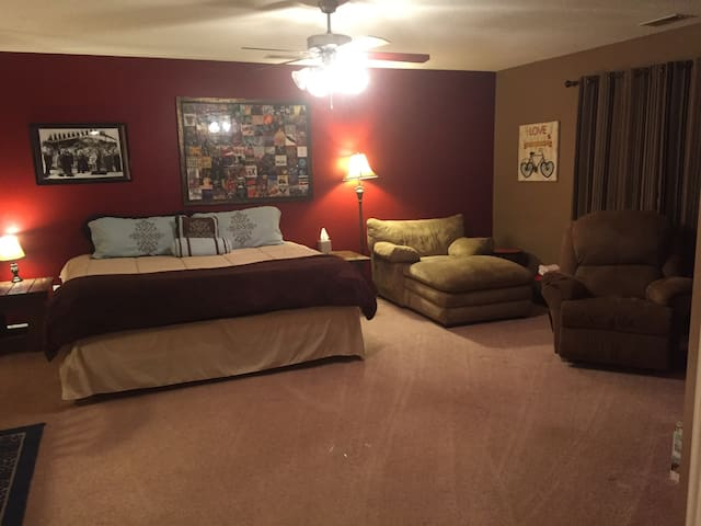 Comfy King Suite - Lexington - Hus